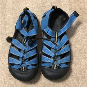 Women's keen blue/yellow/black sandals size 5